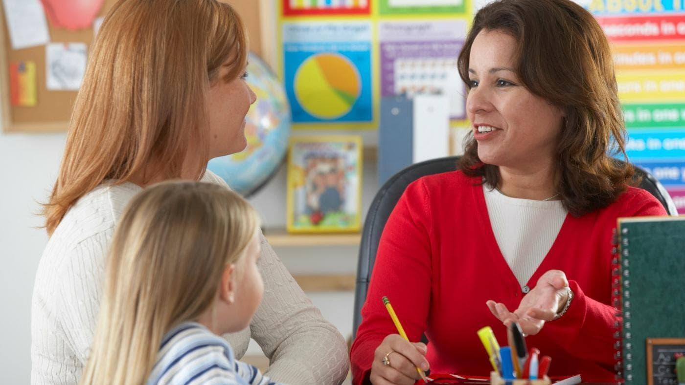 Конфликт с воспитателем или учителем. Пошаговый план действий для родителя