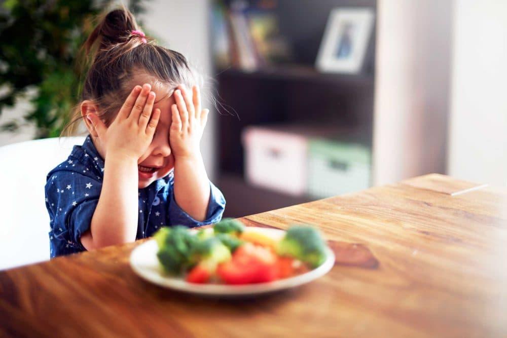 Неправильное пищевое поведение ребенка. Ошибки родителей